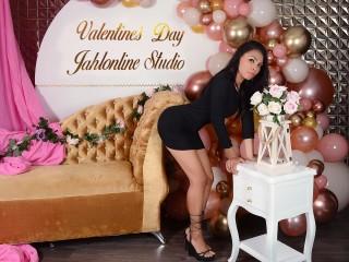 Latina babe JaydenJhones