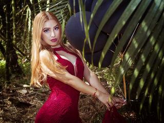 Latina babe LissaBossii